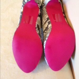 Shoe Dazzle Shoes - Snakeskin pump